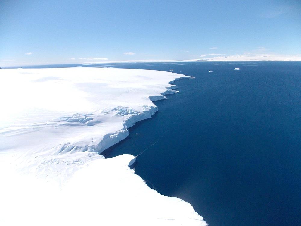 Explosive Cyclones Off Antarctica Contribute to Ice Shelf Calving