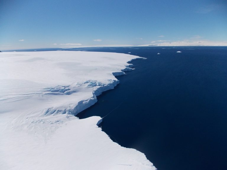 Khalifa University Scientists Unravel 40-Year Long Mystery of Large Sea in the Middle of Antarctic Ice Cover