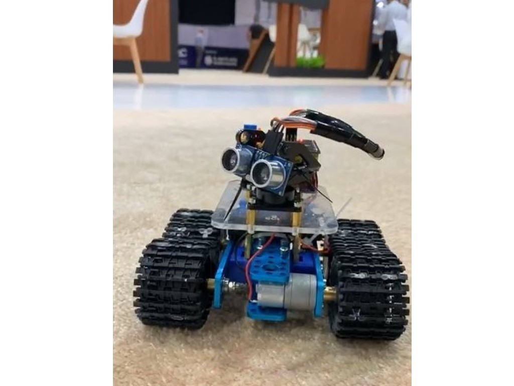 Student-designed Robot Wows at MBZIRC Exhibition, Wins Emirates Award 2020